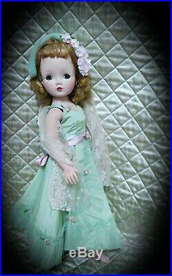 1950s 21 inch Madame Alexander Cissy doll