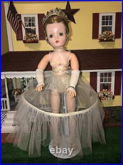 Beautiful Vintage 1955 Madame Alexander Cissy 20 All Original Queen Doll