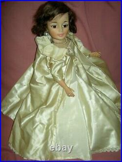 Madame Alexander 1961 vintage, Jacqueline Kennedy, 21 doll #2210 Inaugural Ball