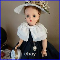 Madame Alexander Cissy, Near Mint, beautiful and complete! ALL ORIGINAL #2141