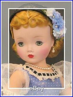 Nothing Sweeter. Beautiful & Demure Vintage Madame Alexander Cissy In Blue