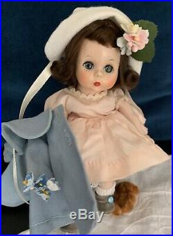 VINTAGE MADAME ALEXANDER-kINS 1953 SLNW MINT CONDITION WITH BOX FUZZY SHOES