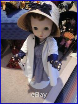 VTG Madame Alexander Binnie Winnie Walker Doll Williamsburg Plate Gloves Hat 24
