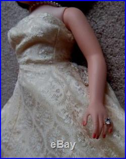 Vintage Madame Alexander JACQUELINE Wearing JFK Inaugural Dress 1961